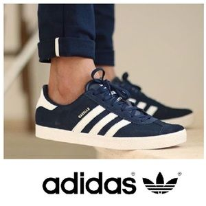 LIKE NEW!  Adidas Gazelle soccer trainers in navy